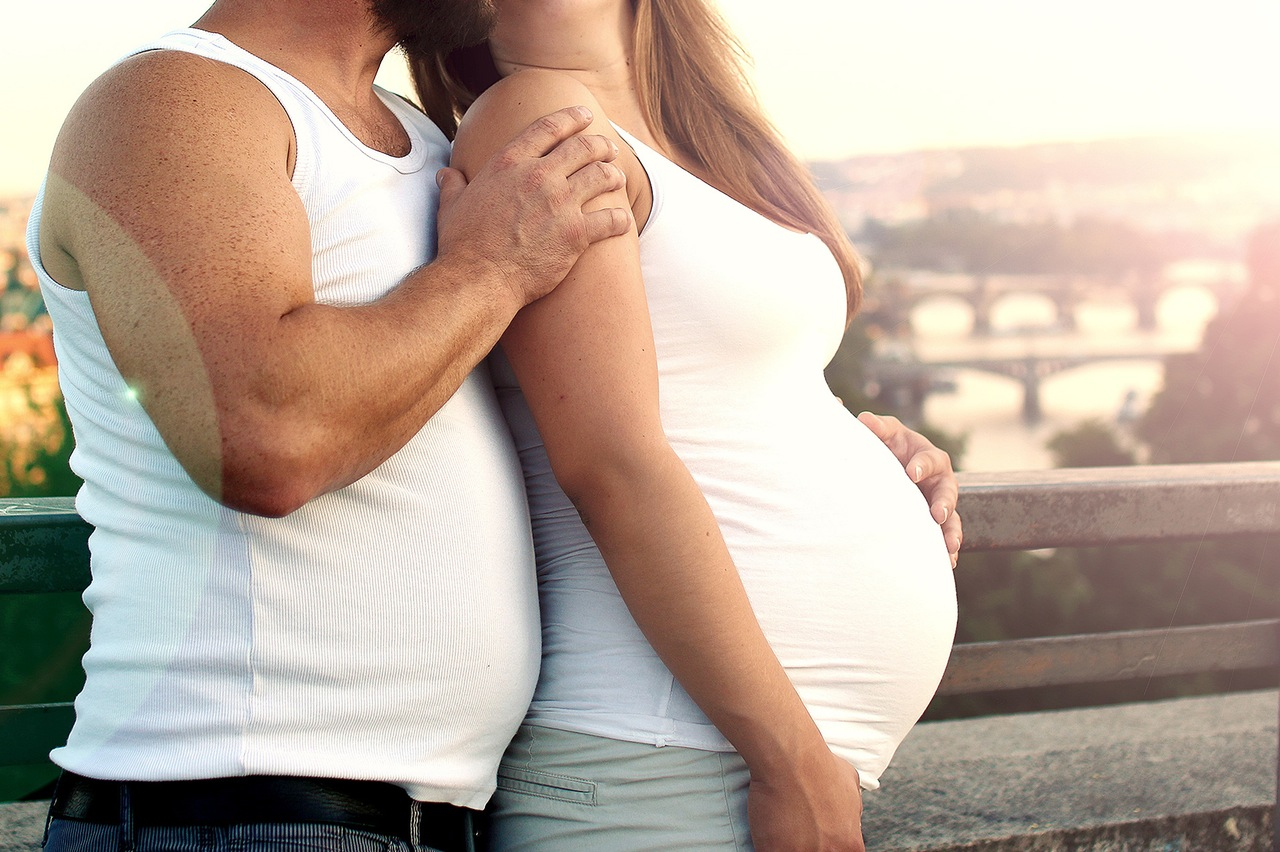 simple exercises couple pregnancy