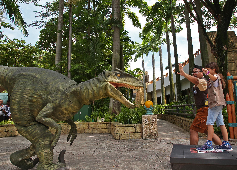 USS - Jurassic World Explore & Roar - Raptor Training School